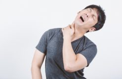 肩こりや首こりなどが引き起こすリスク -マッサージとストレッチ-