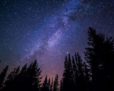 綺麗な夜空の星座観察